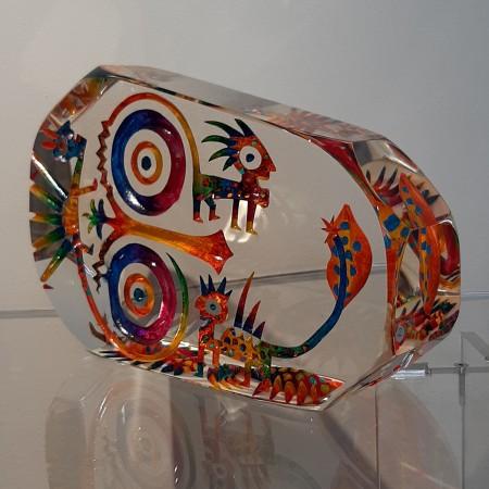 Imaginaire II, vue de trois-quart de la pièce unique de sculpture en verre contemporain par l'artiste verrier