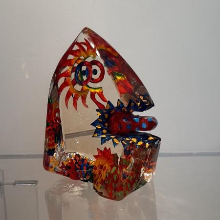 Imaginaire III vue de trois-quart de la sculpture pièce unique en verre contemporain par l'artiste verrier